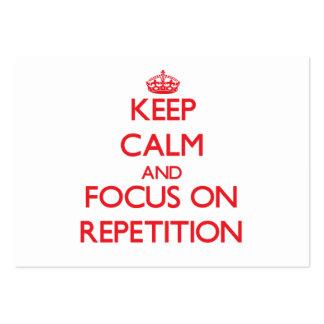 Guarde la calma y el foco en la repetición plantilla de tarjeta de visita