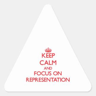 Guarde la calma y el foco en la representación calcomania trianguloada