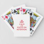 Guarde la calma y el foco en la retención cartas de juego