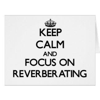Guarde la calma y el foco en la reverberación felicitaciones