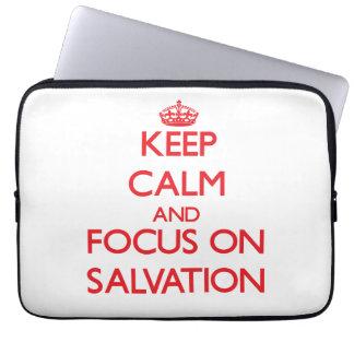 Guarde la calma y el foco en la salvación fundas computadoras