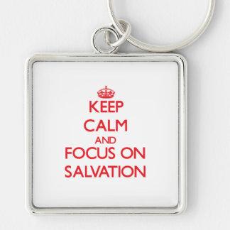 Guarde la calma y el foco en la salvación llavero personalizado