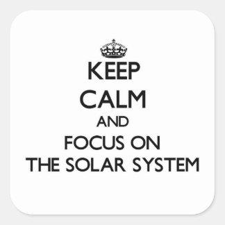 Guarde la calma y el foco en la Sistema Solar Calcomanías Cuadradas Personalizadas