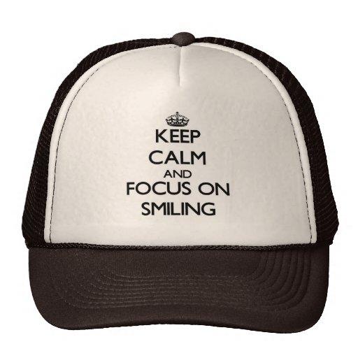 Guarde la calma y el foco en la sonrisa gorros bordados