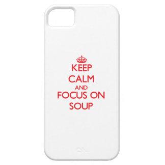 Guarde la calma y el foco en la sopa iPhone 5 fundas