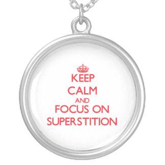 Guarde la calma y el foco en la superstición grimpola personalizada