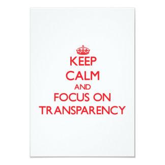 Guarde la calma y el foco en la transparencia invitación 8,9 x 12,7 cm