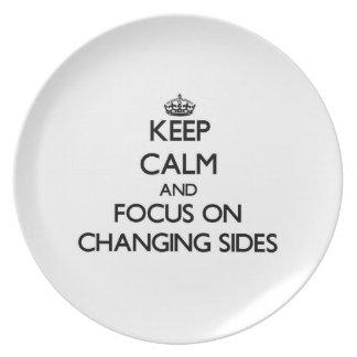 Guarde la calma y el foco en lados cambiantes plato de cena