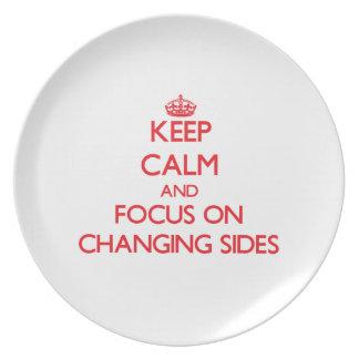 Guarde la calma y el foco en lados cambiantes plato
