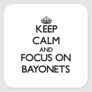 Guarde la calma y el foco en las bayonetas calcomanía cuadradas personalizadas