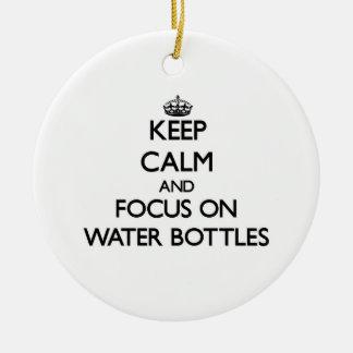 Guarde la calma y el foco en las botellas de agua ornamentos de reyes magos