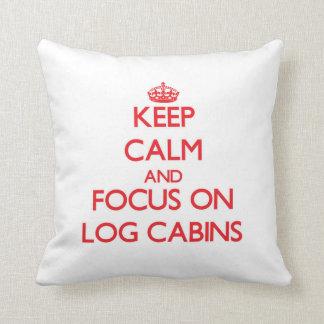 Guarde la calma y el foco en las cabañas de madera almohadas