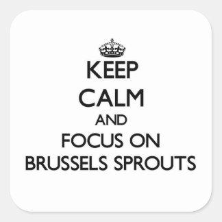 Guarde la calma y el foco en las coles de Bruselas Pegatina Cuadrada
