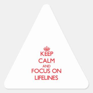 Guarde la calma y el foco en las cuerdas de pegatina triangular