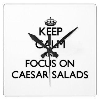 Guarde la calma y el foco en las ensaladas César Relojes De Pared