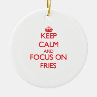 Guarde la calma y el foco en las fritadas ornamento para arbol de navidad