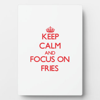Guarde la calma y el foco en las fritadas placa de madera