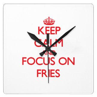 Guarde la calma y el foco en las fritadas relojes de pared