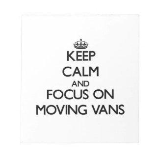 Guarde la calma y el foco en las furgonetas móvile