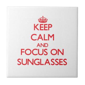 Guarde la calma y el foco en las gafas de sol