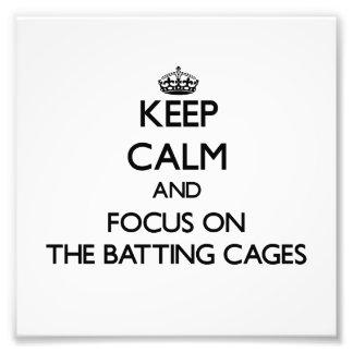 Guarde la calma y el foco en las jaulas de bateo fotos