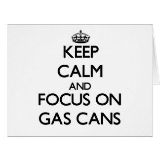 Guarde la calma y el foco en las latas del gas tarjeta de felicitación grande