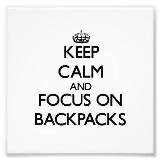 Guarde la calma y el foco en las mochilas fotos