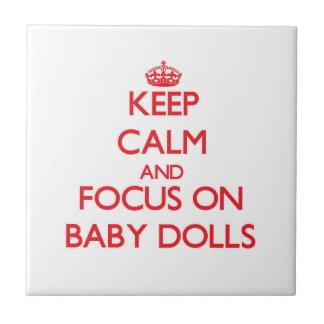Guarde la calma y el foco en las muñecas del bebé azulejos