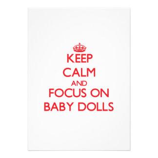 Guarde la calma y el foco en las muñecas del bebé invitacion personalizada
