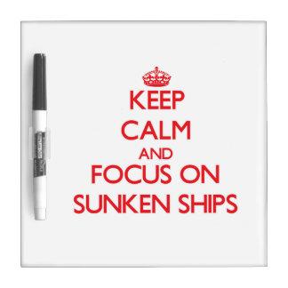 Guarde la calma y el foco en las naves hundidas pizarras blancas