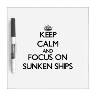 Guarde la calma y el foco en las naves hundidas tablero blanco