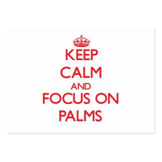 Guarde la calma y el foco en las palmas tarjeta de visita