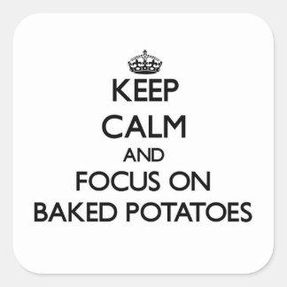 Guarde la calma y el foco en las patatas Baked Pegatina Cuadrada