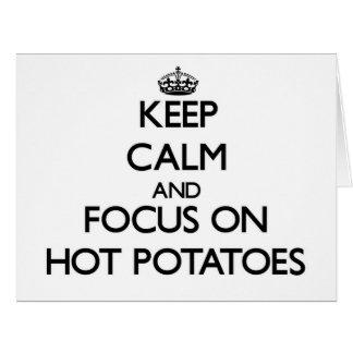 Guarde la calma y el foco en las patatas calientes tarjeta de felicitación grande