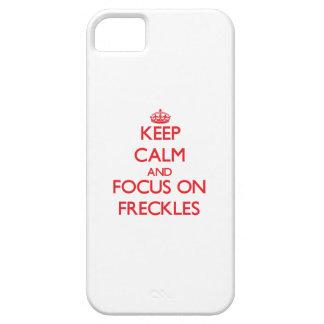 Guarde la calma y el foco en las pecas iPhone 5 protector