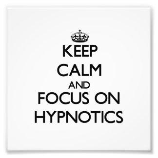 Guarde la calma y el foco en las personas hipnotiz