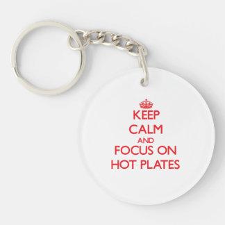 Guarde la calma y el foco en las placas calientes llavero redondo acrílico a doble cara