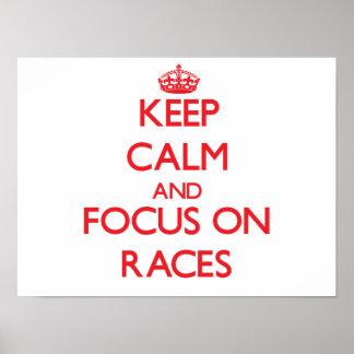 Guarde la calma y el foco en las razas posters