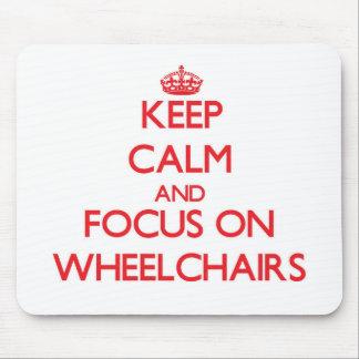 Guarde la calma y el foco en las sillas de ruedas tapete de ratón