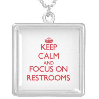 Guarde la calma y el foco en lavabos collares