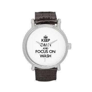 Guarde la calma y el foco en lavado reloj de mano
