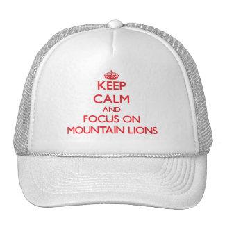 Guarde la calma y el foco en leones de montaña gorro de camionero