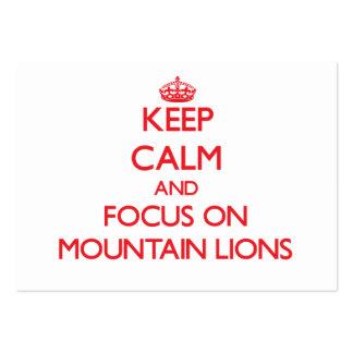 Guarde la calma y el foco en leones de montaña tarjeta personal