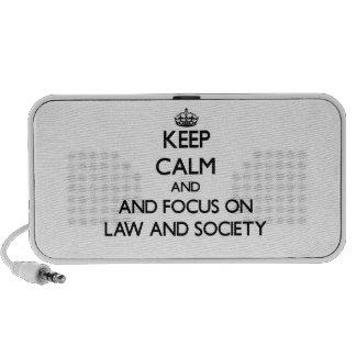Guarde la calma y el foco en ley y sociedad altavoz de viaje