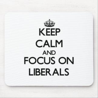 Guarde la calma y el foco en liberales tapetes de ratones