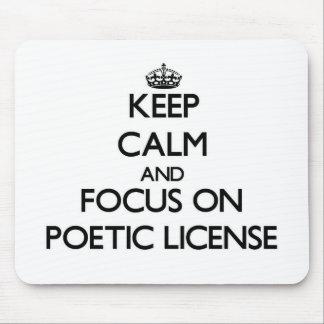 Guarde la calma y el foco en licencia poética alfombrilla de ratones