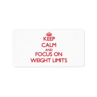 Guarde la calma y el foco en límites del peso etiquetas de dirección