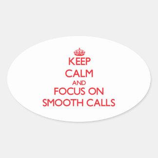 Guarde la calma y el foco en llamadas lisas calcomania de óval personalizadas