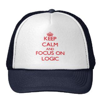 Guarde la calma y el foco en lógica gorros bordados