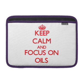 guarde la calma Y EL FOCO EN los aceites Fundas MacBook